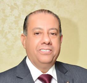 الدكتور عبد العظيم حسين رئيس مصلحة الضرائب المصرية